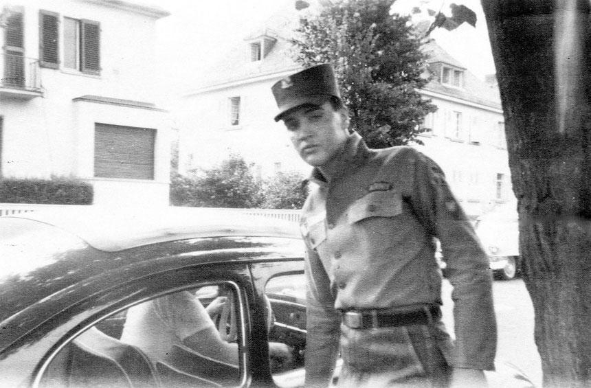 Eingang Online-Museum, 10.11.2015 - Elvis in der Goethestrasse Bad Nauheim mit seinem VW-Käfer, Foto von Annemarie Nickel-Kleindienst