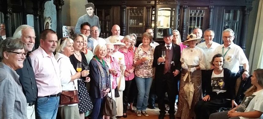 Mit geladenen Gästen Eröffnung der Elvis-Ausstellungen in der Stadt in Freude über die Eröffnung des Hotel Villa Grunewald Terrassenstraße 10 an Elvis 40sten Todestag, Bad Nauheim, den 16.08.2017,  Foto: M. J. van Ooyen