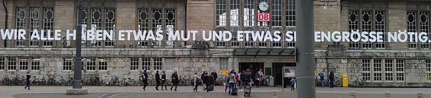 """""""WIR ALLE HABEN ETWAS MUT UND ETWAS SEELENGRÖSSE NÖTIG."""" Georg Büchner, Hauptbahnhof Darmstadt, 06.10.2013, Foto: B. van Ooyen"""