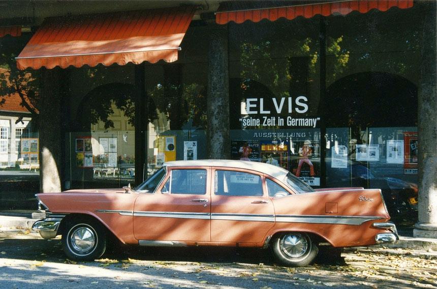 """Ausstellung ELVIS """"seine Zeit in Germany"""", 1999, Trinkkuranlage Bad Nauheim, Foto: Digitale Leihgabe von Hans-Ulrich Halwe"""