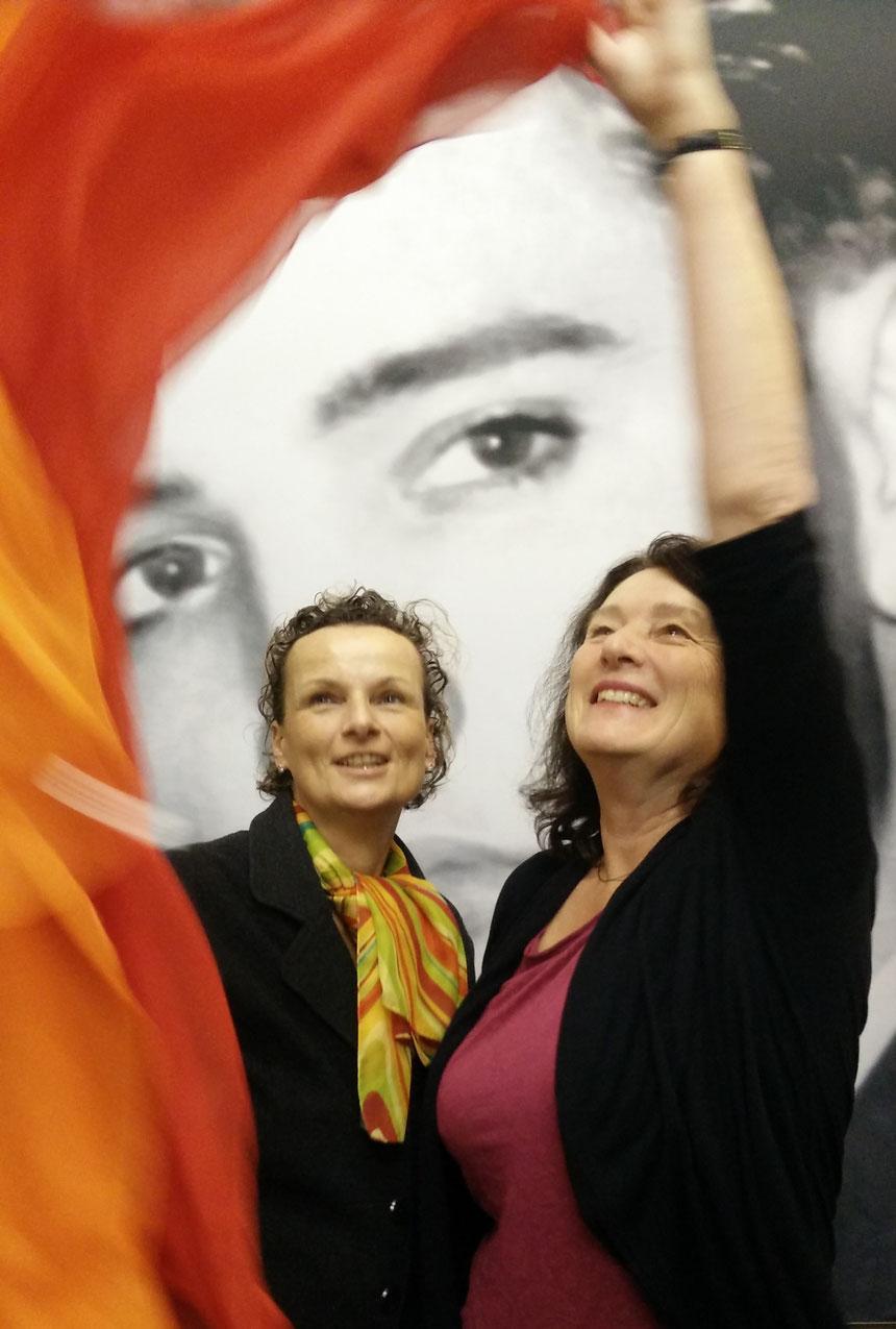 Lebensfreude erhalten, auch wenn es manchmal schwerfällt...: Beatrix van Ooyen und Dr. Christine Kunert (re), Foto:  van Ooyen