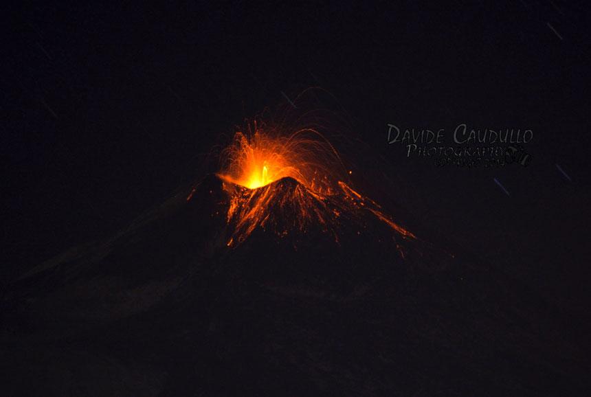 L'attività stromboliana la sera del 22 gennaio. Foto ripresa da Davide Caudullo