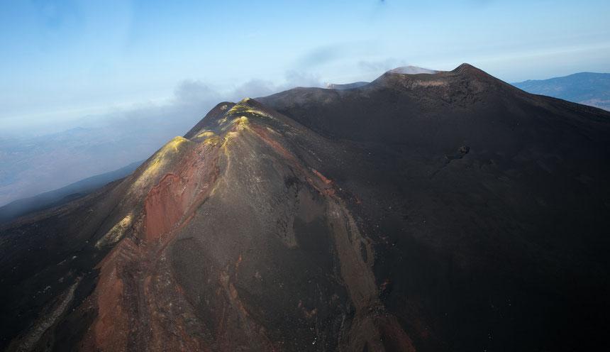 I crateri sommitali ripresi dall'alto a settembre 2013. Foto originale su Flickr (clicca sulla foto per visualizzarla)