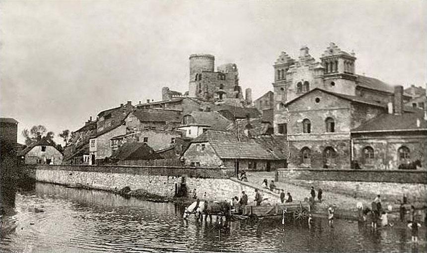 Stadtansicht von Będzin zu Beginn des 20. Jahrhunderts, im Vordergrund rechts die Synagoge Quelle:https://de.wikipedia.org/wiki/B%C4%99dzin