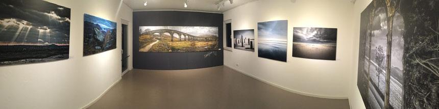 """Die Ausstellung """"""""TOUCHED land Scapes"""", Raum 1 mit ausgesuchten Werken des Zyklus """"Touched Lansacpes"""" in der tOG-Düsseldorf"""