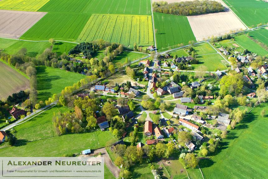 Klennow –ein besonders eindrucksvolles Beispiel für ein großes, eng gefülltes Rundlingsdorf.