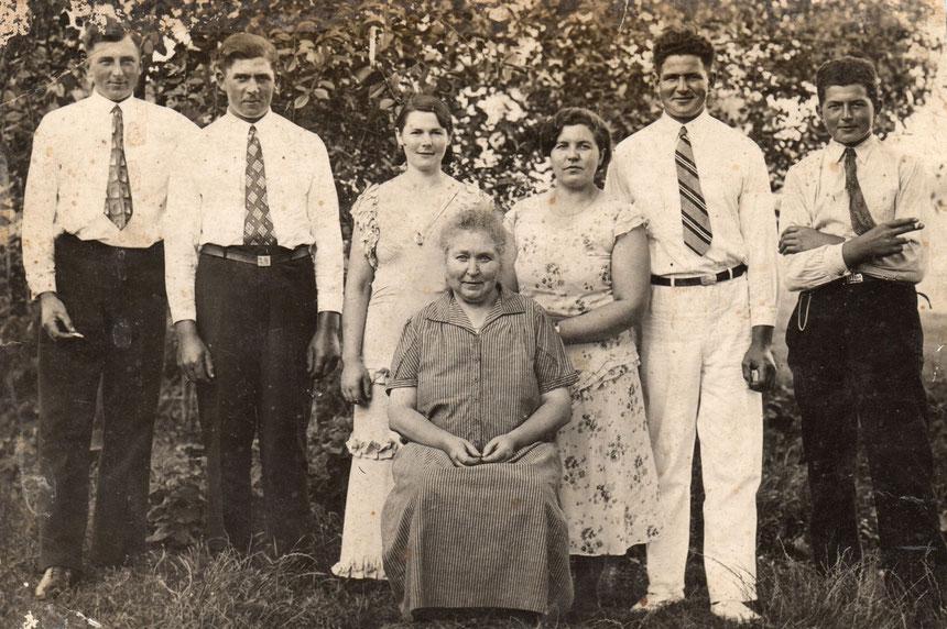 v.l.n.r.: Adolf, Paul, Elfriede, Elwine, Dorothea, Richard, Gerhard (ohne Gewähr)