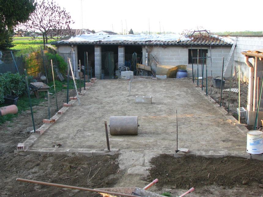 Le fondamenta, blocchetti riempiti di terra