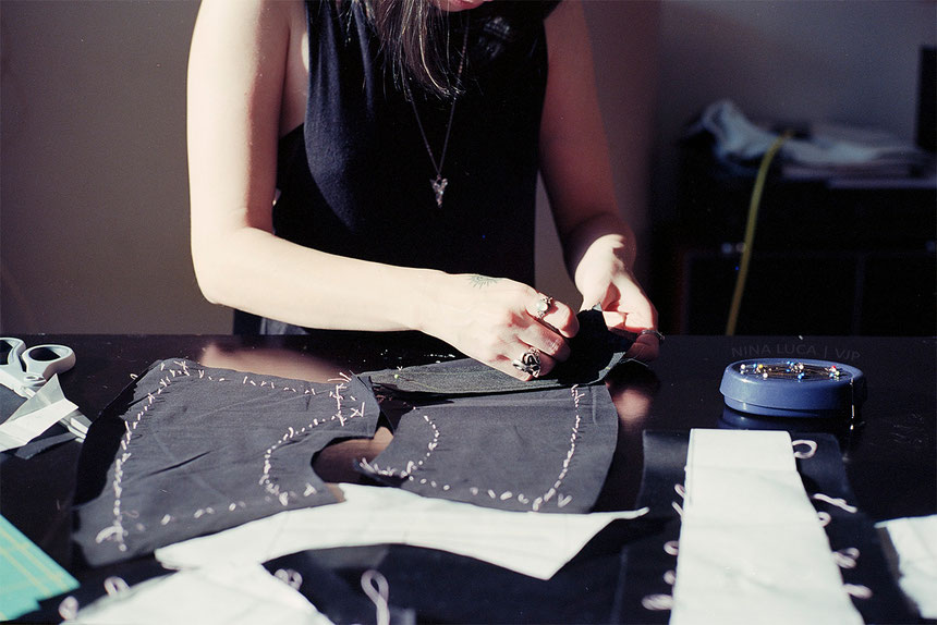 image: nina luca, dark fashion designer, dark fashion blog, dark fashion blogger, nu goth blog, nu goth blogger, swiss geeks, swiss cosplayer, schweizer cosplayer, swiss cosplay, cosplay in progress, how to sew a cosplay, swiss fashion blogger
