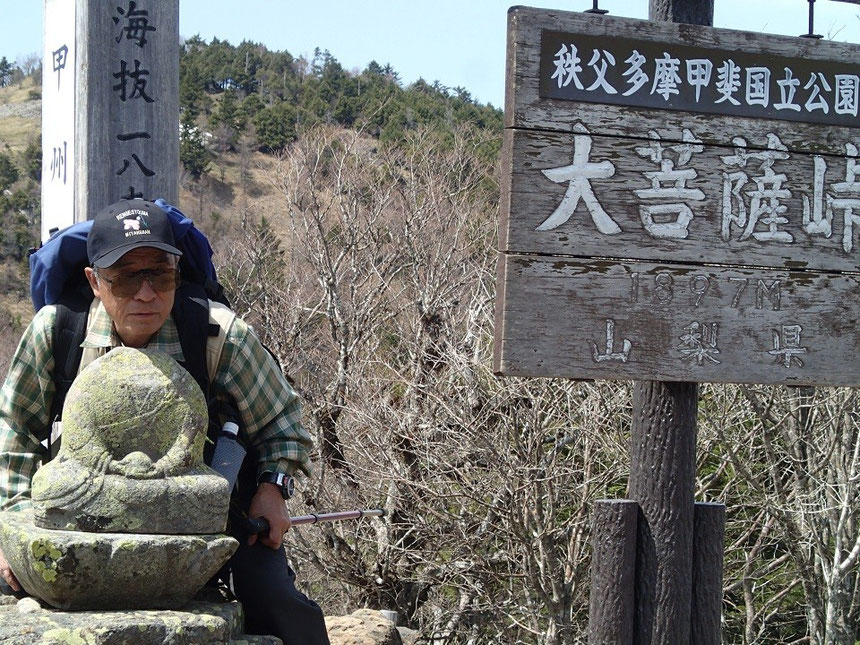 kawaniさん、首の取れた地蔵さんの首に頭を乗せてハイポーズ!