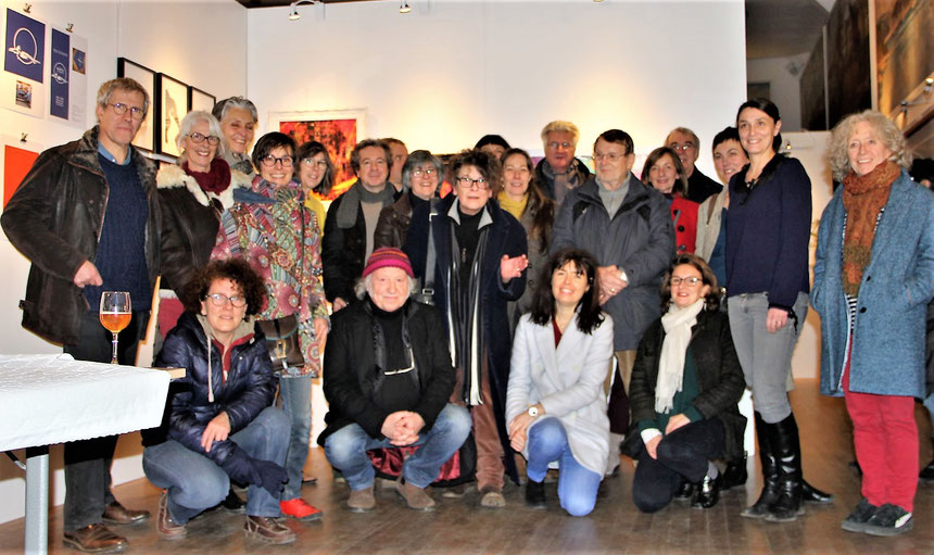 Photo de groupe des artistes et créateurs d'Art à la fin de l'exposition , trés fréquentée (dans les 5000 visiteurs sur 2 semaines !)