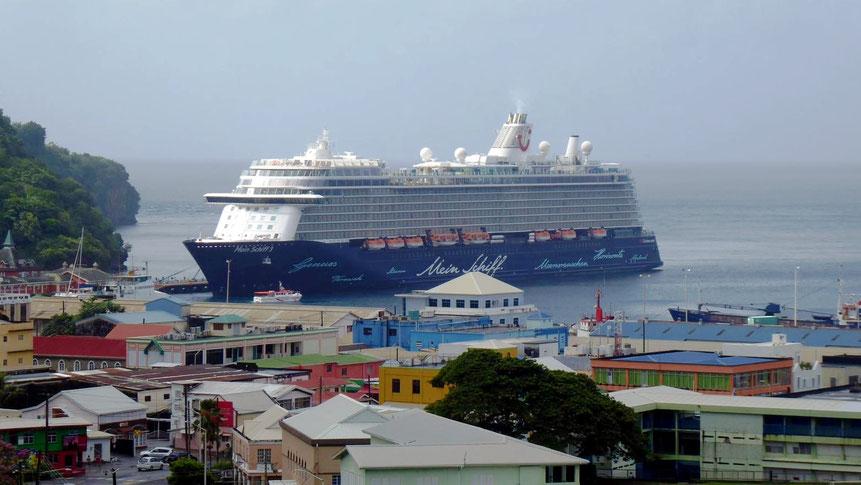 Mein Schiff 3 im Hafen von Kingstown