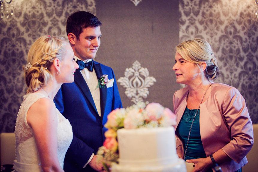 Traurednerin Carola Bischoff im persönlichen Gespräch mit dem Brautpaar