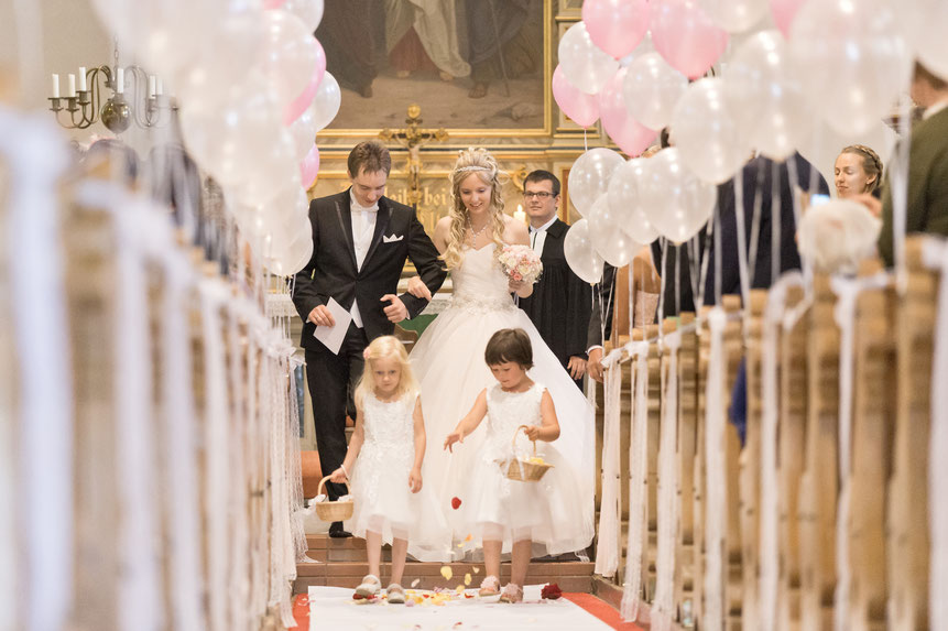 blumenkinder, blumenmädchen, blumen streuen, auszug aus kirche, kirche neudorf