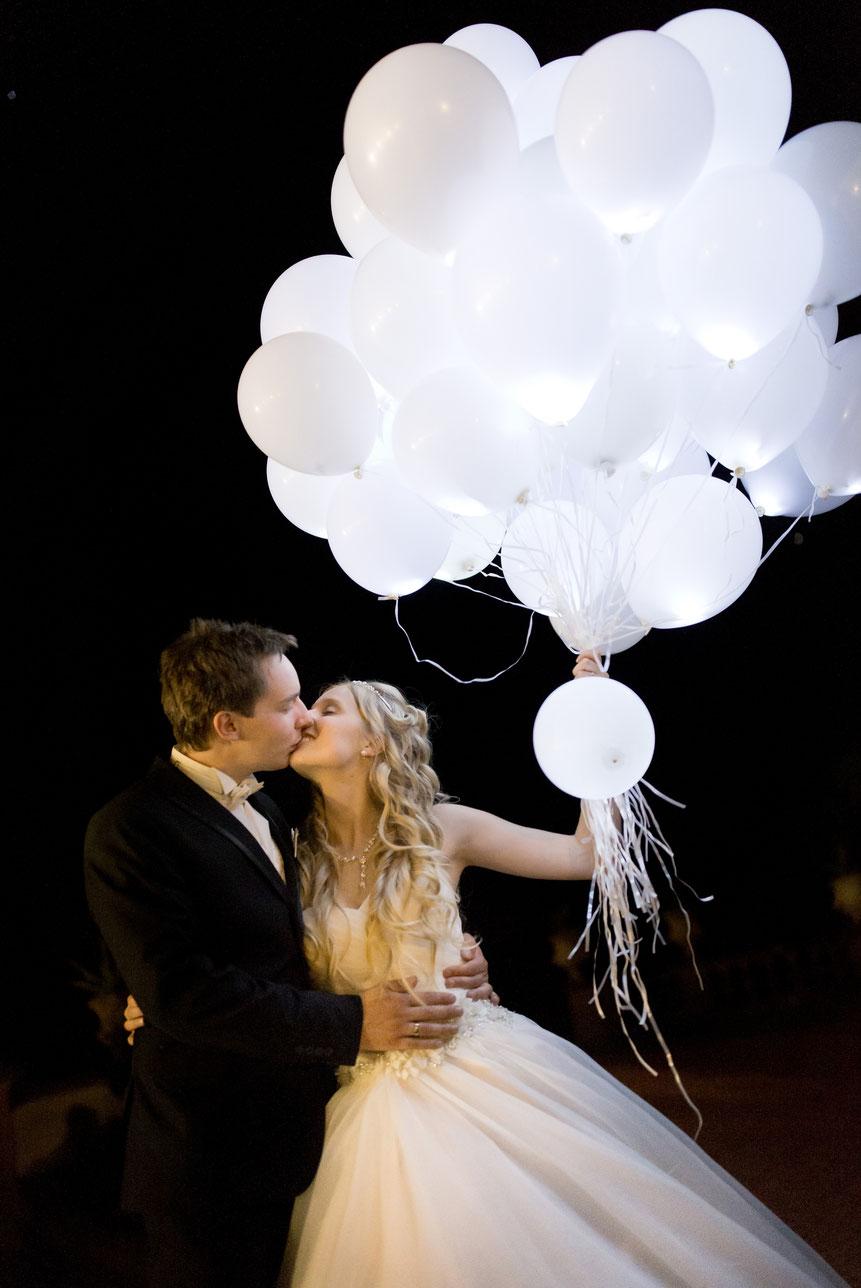 braut, bräutigam, brautkleid, schloss lichtenwalde, luftballons hochzeit