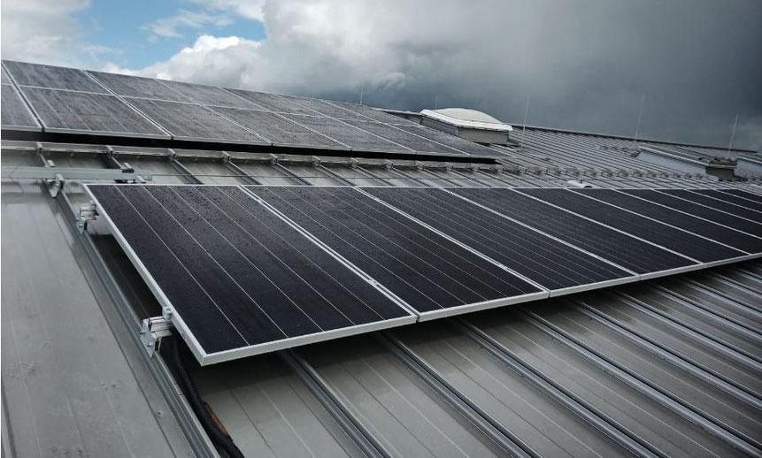 Gleis 3, Eschenau – Zum Einsatz kamen die leistungsstarken SunPower Module mit je 420 Watt Peak Spitzenleistung © iKratos