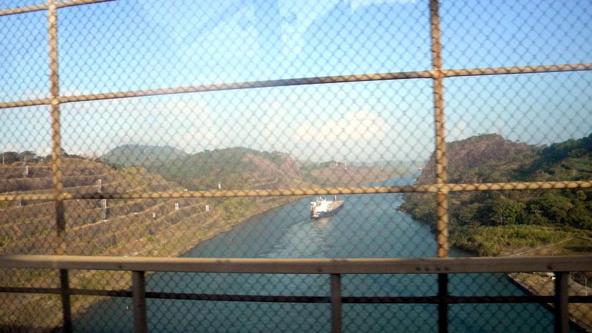 """Blick von der Brücke """"Puente Centenario"""" auf den Kanal"""