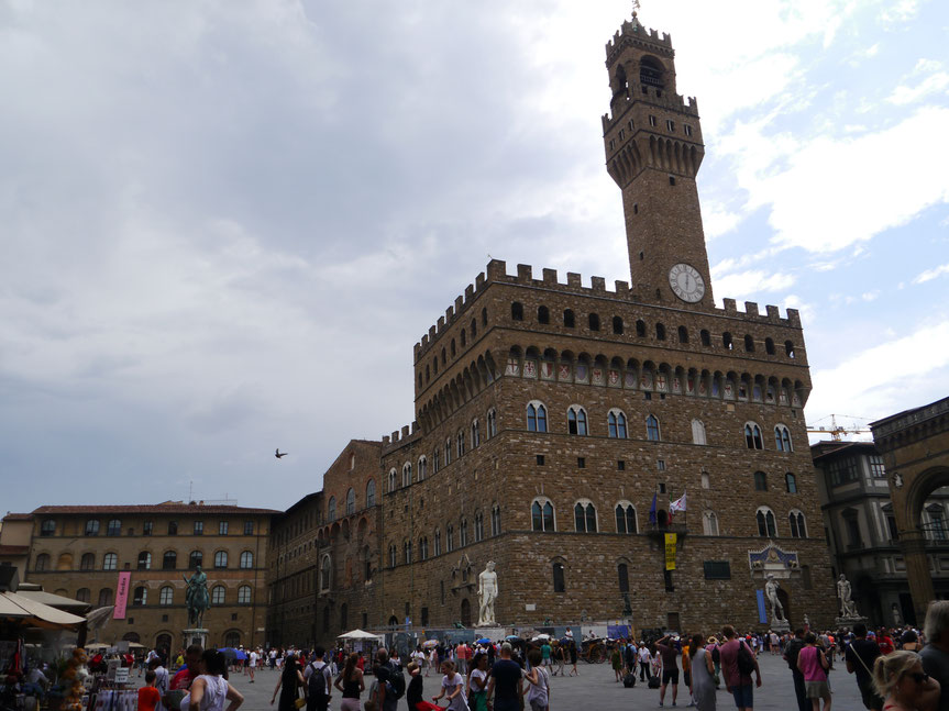 Palazzo Vecchio auf der Piazza della Signoria mit dem 94 m hohen Torre d'Arnolfo