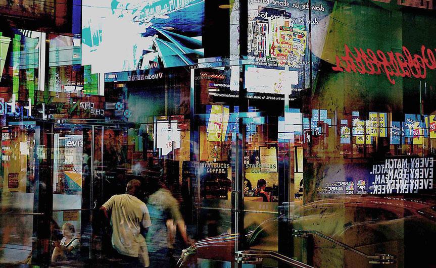 Mathieu Guillochon, photographe, New York, Manhattan, Time square, nuit, néons, vitrines, personnages, écrans, publicités, reflets, gratte ciels, couleurs, voyage, Amérique, USA
