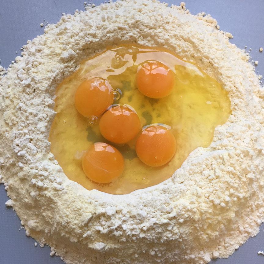 Ravioli selber machen, mit Pilzfüllung und Salbeibutter