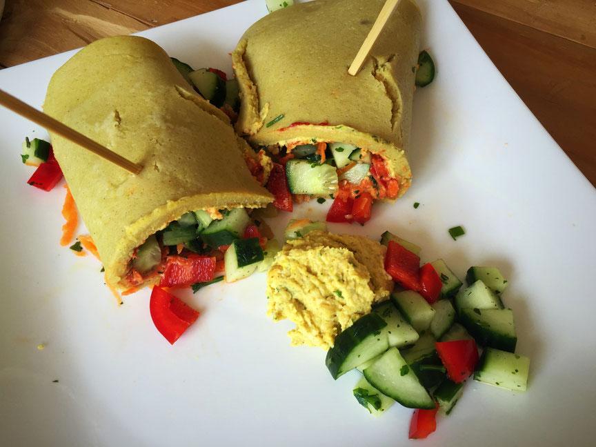 glutenfreier Buchweizen-Wrap mit Hummus