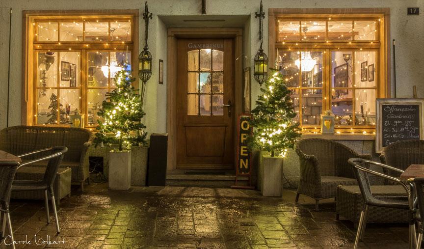Weihnachtsbeleuchtung am Restaurant Gambrinus in Rheinfelden