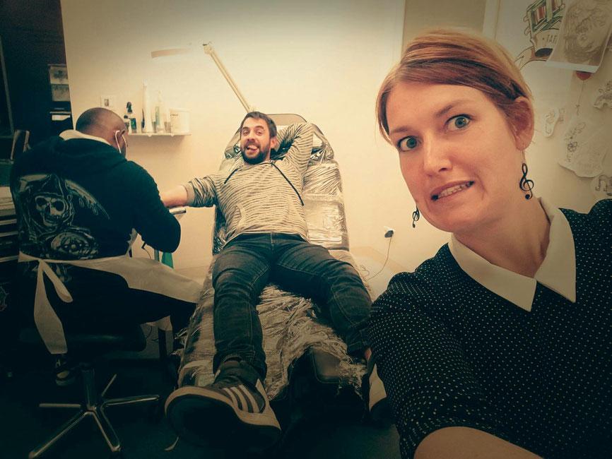 C'est ça l'ambiance chez SOO INK TATTOO STUDIO merci à Tristan et Jess pour la photo et leurs bonne humeur🤘🤘