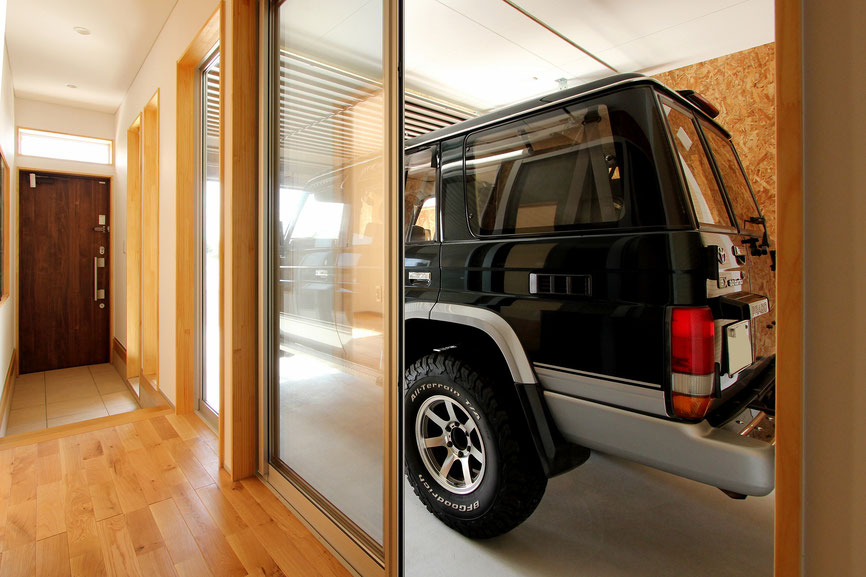 建築家 ガレージハウス アウトドア ランドクルーザープラド70