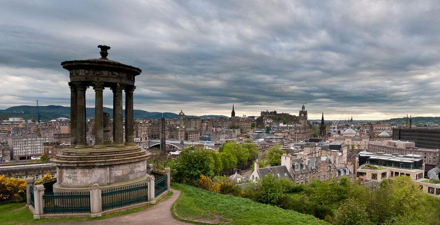 Blick vom Carlton Hill in Richtung Castle (Panorama aus 4 Bildern)