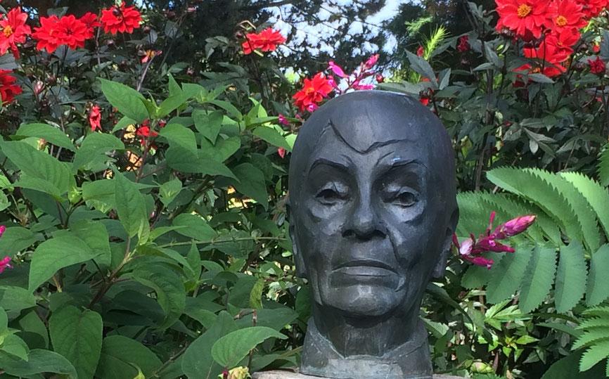 Bronzebüste von Loki Schmidt  -  Bildhauer: Manfred Sihle-Wessel 2005