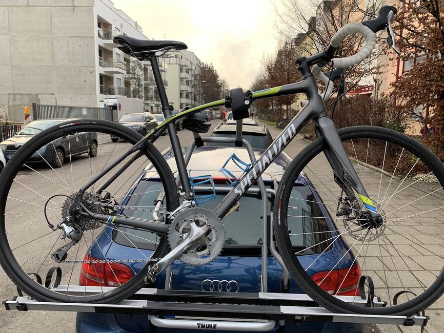 Thule Heckklappen-Gepäckträger ClipOne High 2 mit montiertem AcuTight Knob und Carbon Frame Protector