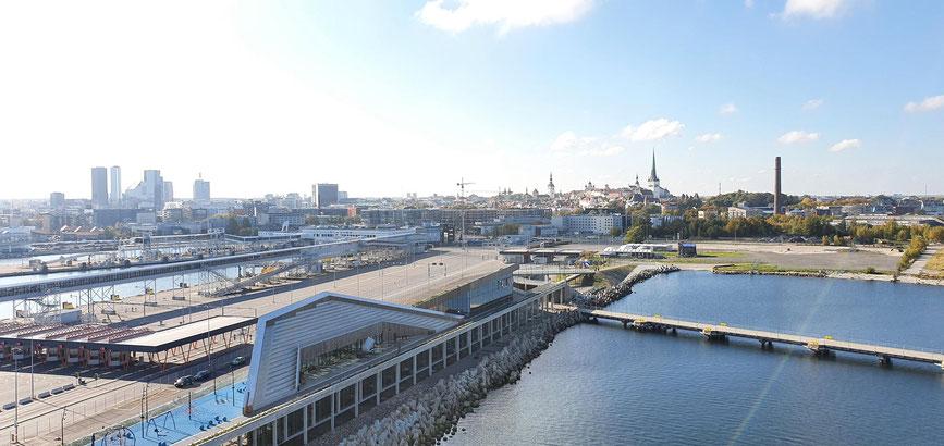 Kreuzfahrtschiffe im Hafen von Tallinn
