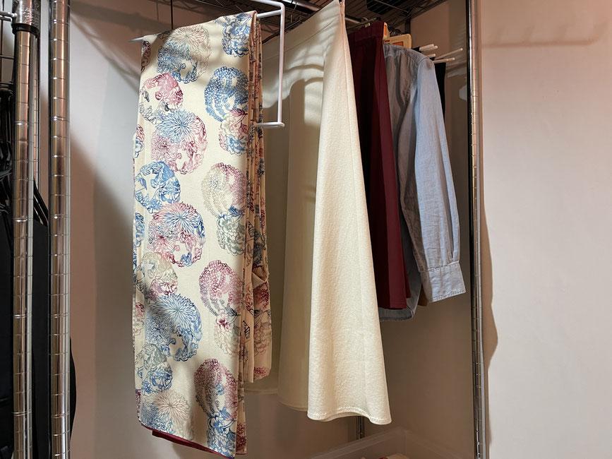着物をクローゼットに収納!感動!ワンピースやコートよりは短くロングスカート位の丈になります