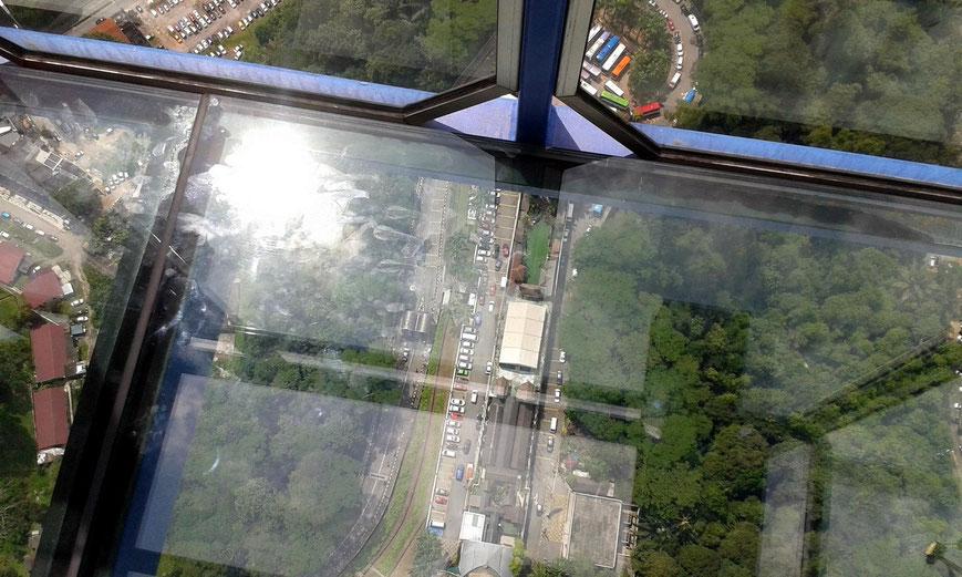 Glasboden auf dem Sky Deck