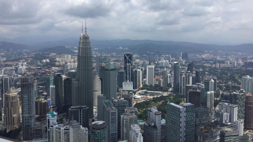 Blick vom Sky Deck des Fernsehturms auf die Petronas Twin Towers