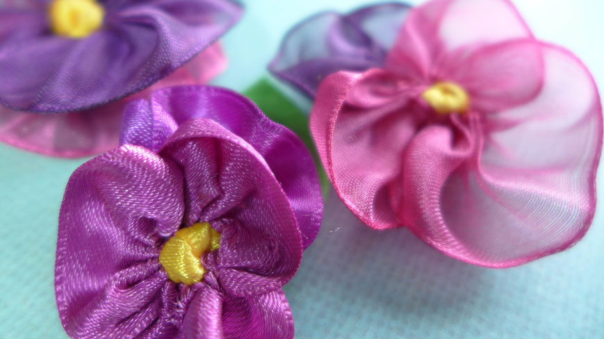 Muttertag - Stiefmütterchen aus Geschenkbändern nähen - DIY-Projekt
