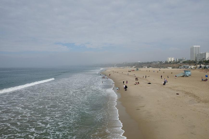 Пляж Санта Моника на побережье Тихого Океана