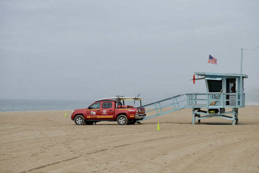 Спасатели на пляже Санта Моники