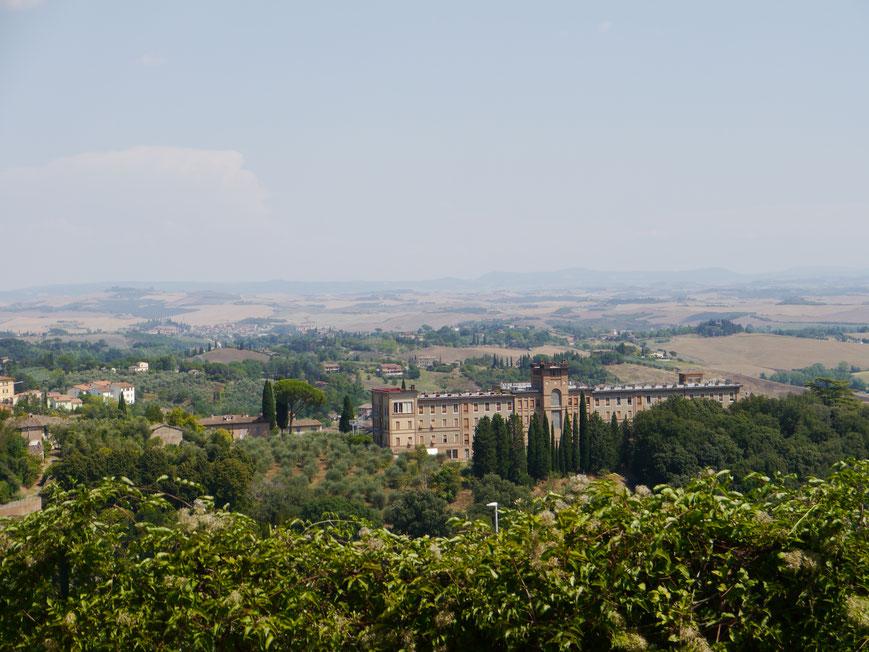 Aussicht von der Musikakademie aus ins Umland von Siena