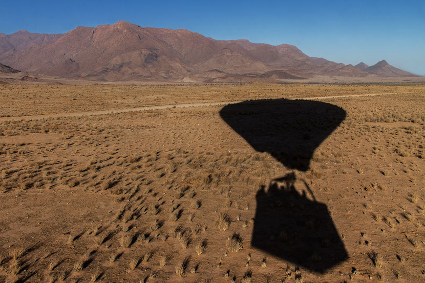 Matthias_Gößmann_Ballonfahrt_am_Brandberg,Namibia