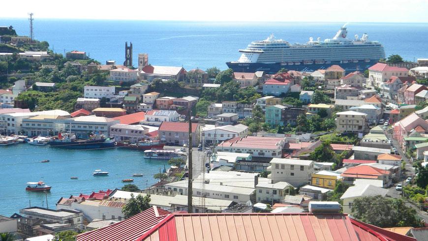 Mein Schiff 3 in St. George's auf Grenada