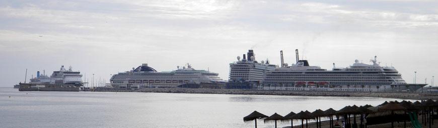 Fünf Kreuzfahrtschiffe in Malaga (Nov. 2017)