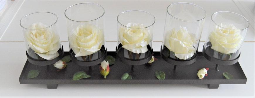Tischdekoration mit Stoffblumen