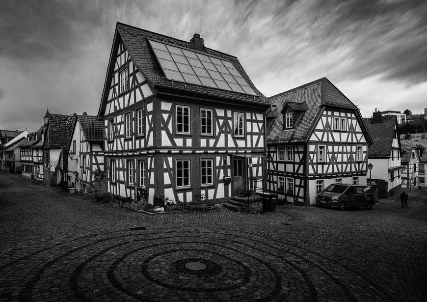 Fachwerkhäuser in Idstein, Taunus, Deutschland, Schwarz-Weiß Fotografie, Schwarzweißfotografie, schwarz-weiß, schwarzweiss, monochrom