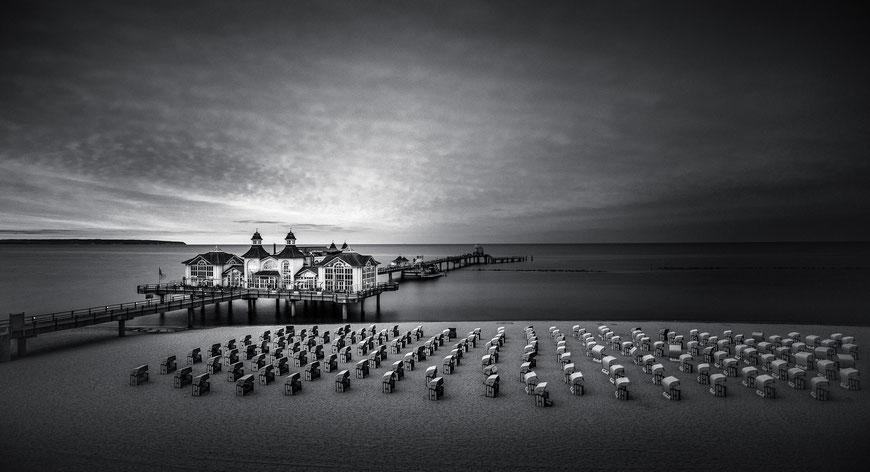 Seebrücke Sellin auf der Insel Rügen, Schwarz-Weiß Fotografie, Schwarzweißfotografie, schwarz-weiß, schwarzweiss, monochrom