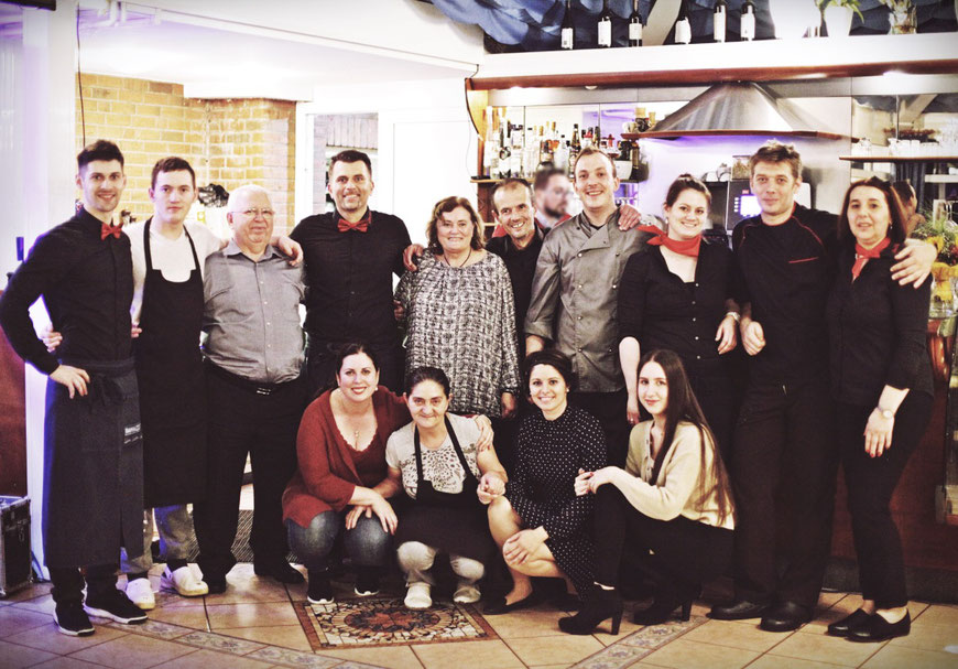 Familie Bogdanovic und das Team vom Zum Park Restaurant in Cuxhaven