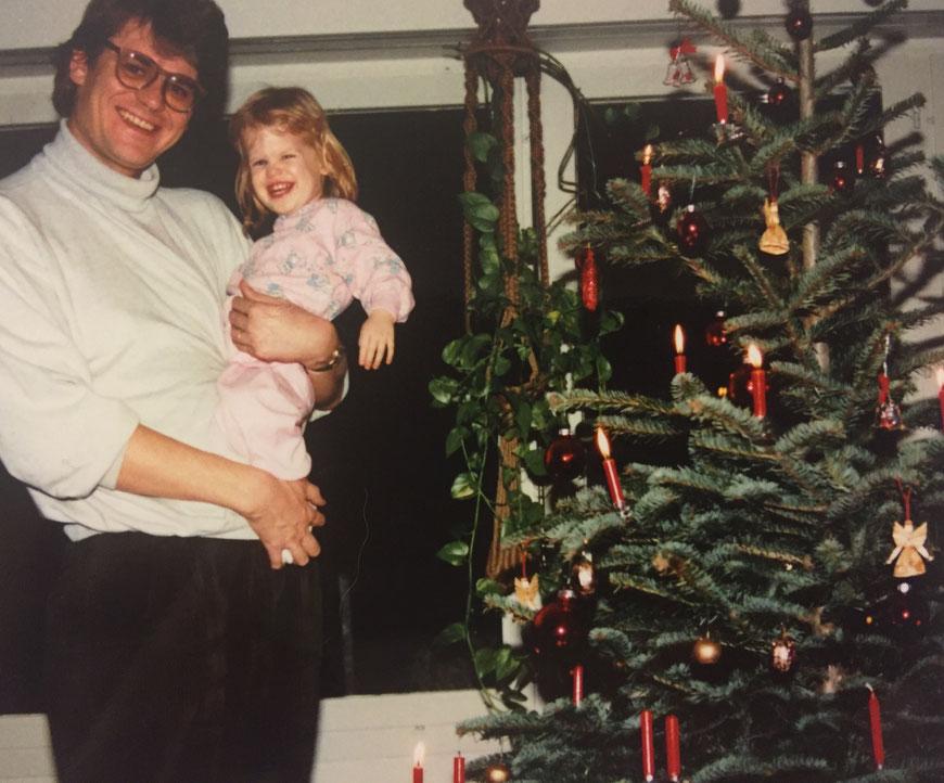 1989: Die Zeit, in der in noch an alles glaubte. Papa war der stärkste Mann der Welt und das Christkindli hat die Geschenke gebracht.