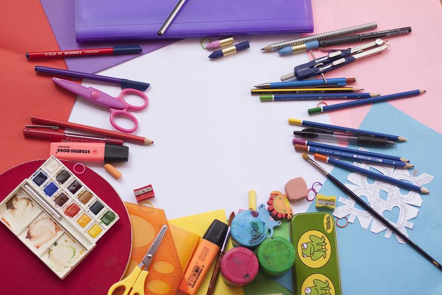 Montret - Scolarité, école, élèves, enfants, crayons, feutres, gommes, ciseaux, peinture gouache, compas, pinceaux, papier de couleur