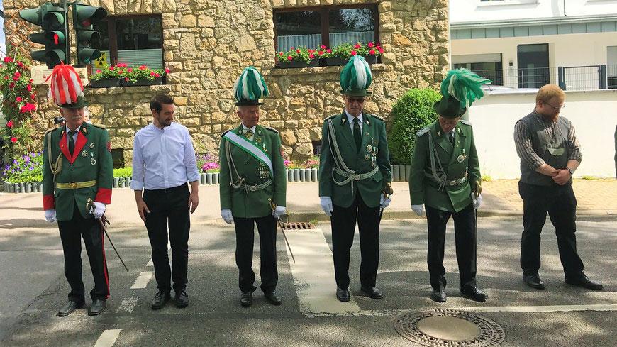 Kirmes 2019 Aufstellung Offiziere Schützen Pfarrer Bürgerkönig