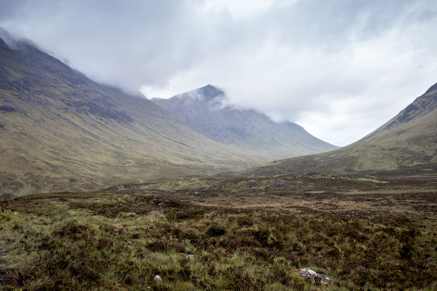 Bei Regenwetter sehen die Landschaften in Schottland noch schöner aus als bei Sonnenschein. Hier haben wir in der Nähe von Glencoe eine Pause eingelegt. (c) Salomé Weber